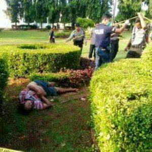 Polisi memasang polisline di area ditemukannya Mayat.