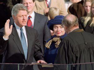 Bill Clinton mengambil sumpah jabatan pada 20 Januari 1993