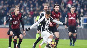 Striker Juventus Paulo Dybala melepas tendangan untuk merobek gawang AC Milan pada perempat final Coppa Italia. Juventus menang 2-1 di Juventus Stadium, Kamis (26/1/2017) dinihari WIB