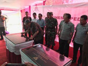 Direktur Jendral Kelembagaan IPTEK DIKTI Patdono Suwignjo menandatangani prasasti pendirian sekolah vokasi AKSI di Rembang dan Pidie hari ini di kampus AKSI Rembang.