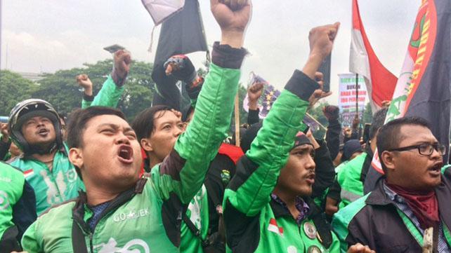 Ribuan pengemudi Ojek Online (Ojol) yang berdemonstrasi di depan gedung DPR, Senin (23/4/2018)