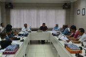 photo : Direktur utama Silmy Karim (tengah) saat melakukan Konfrensi pers di gedung serbaguna PT. Barata Indonesia Gresik