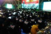 Ribuan Relawan Hebat Aliansi Nusantara saat Doa bersama di Gedung Wahana Ekspresi Poesponegoro (WEP) Kabupaten Gresik, Jawa Timur, Minggu (13/5/2018) malam