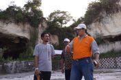Wakil Ketua DPRD Gresik Nur Qholib saat berkunjung kewisata di Desa sekapuk.