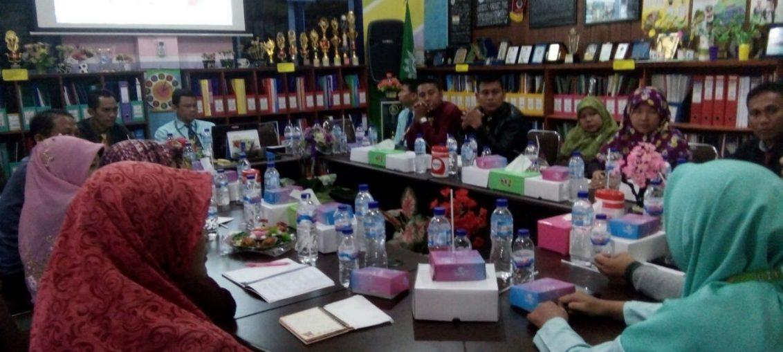 Foto : Suasana silaturahmi antara SDM 1-2 Sepanjang dengan SDM Limas