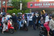 Foto : Garda Pemuda Partai Nasdem Bagikan Takjil