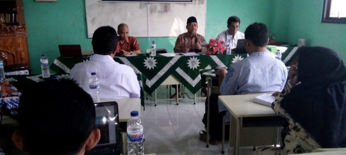 Foto : Suasana raker merumuskan ruh pendidikan di Perguruan Muhammadiyah Wiyung kota Surabaya