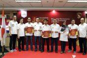Foto : Direktur Produksi Semen Indonesia Benny Wendry (dua dari kiri) serta Direktur SDM dan Hukum Semen Indonesia Agung Yunanto (paling kanan) bersama para pemenang Semen Indonesia Innovation Award 2018.