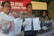 Foto : AKBP Antonius Agus Rahmanto Kapolres Pelabuhan Tanjung Perak Surabaya menunjukkan barang bukti kasus pemerkosaan bermodus tawaran menjadi model