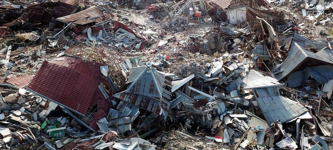 Pandangan udara Perumnas Balaroa yang rusak dan ambles akibat gempa bumi Palu, Sulawesi Tengah, Jumat (5/10). Meski tidak terdampak tsunami, Perumnas Balaroa terkubur tanah yang mengalami likuifaksi atau ambles.