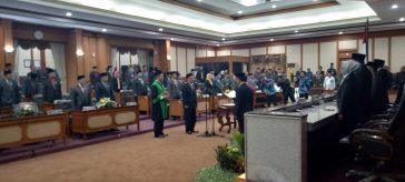 Ahmad Nurhamim saat dilantik menjadi ketua DPRD Gresik