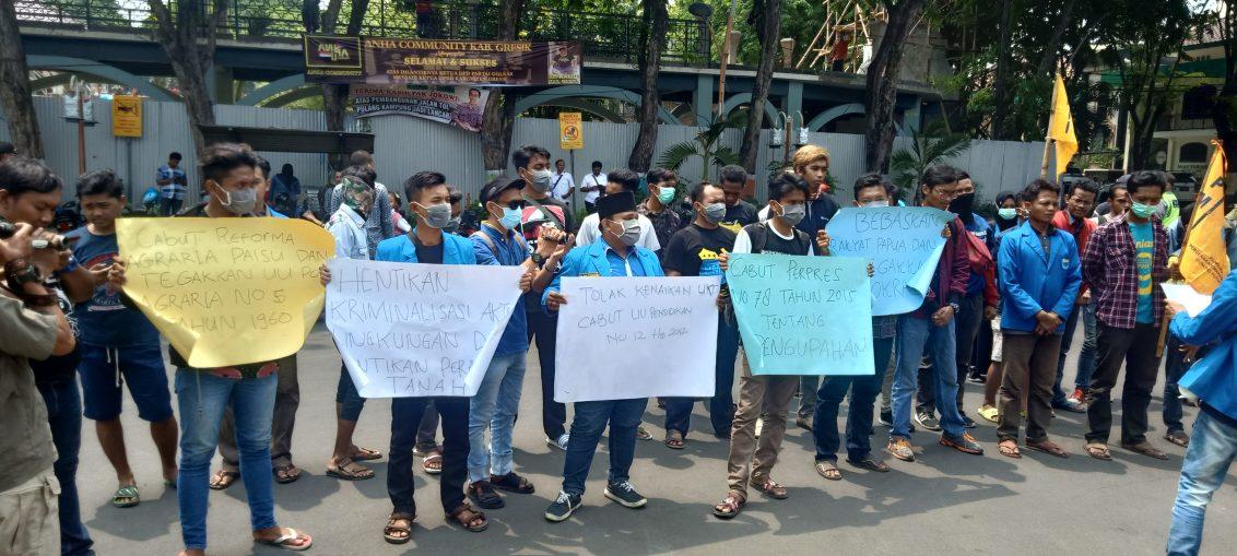 Aksi damai PMII peringati hari HAM Internasional di DPRD Gresik.
