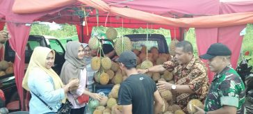 Lapak penjual buah durian, di Festival Mendem Duren 2019.
