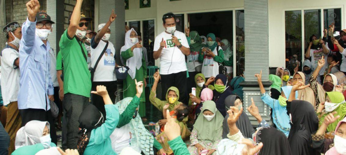 Pak Qosim saat menyapa warga di beberapa desa di Kecamatan Balongpanggang menyampaikan program kerja QA