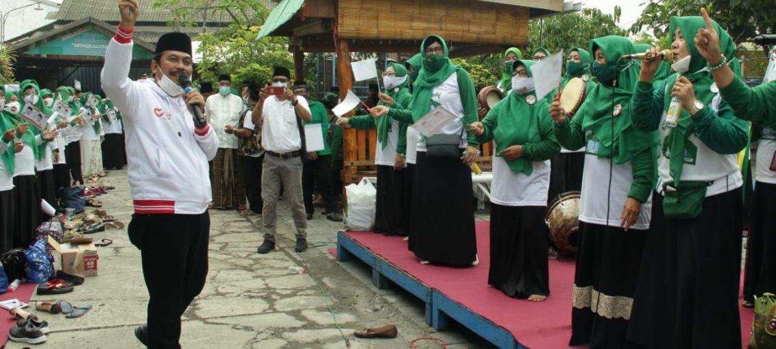 pasangan Qosim-Alif menggelar salawatan bersama warga Komplek Manyar Kabupaten Gresik,