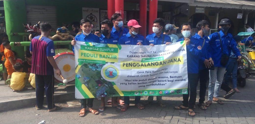 Karang Taruna (Kartar) Kelurahan Lumpur saat menggelar aksi Penggalangan Dana bagi korban banjir.