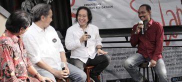 Kades Sekapuk Gresik Abdul Halim saat diundang Talk Show 37 tahun Ultah Slank, grup Band Besar di Indonesia.