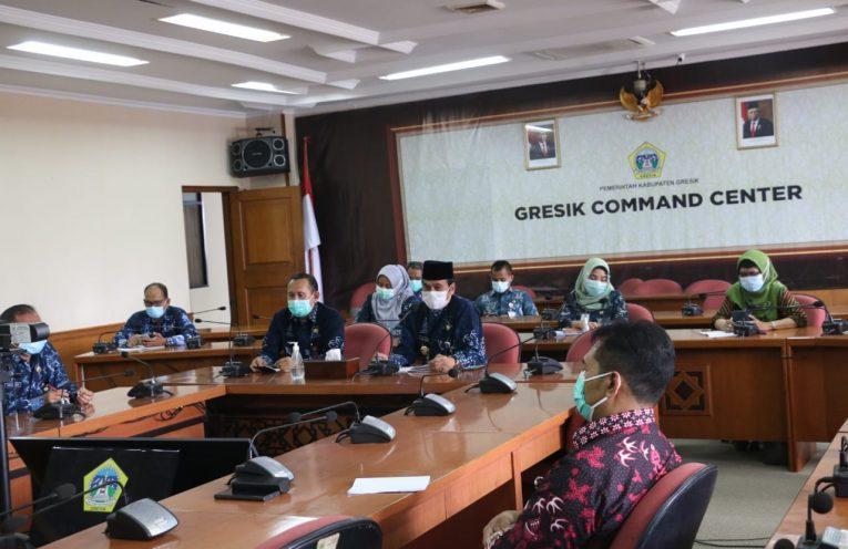 Wakil Bupati Gresik saat melakukan rapat bersama OPD dan Satgas Covid-19 Pemkab Gresik di Ruang Rapat Graita Eka Praja.
