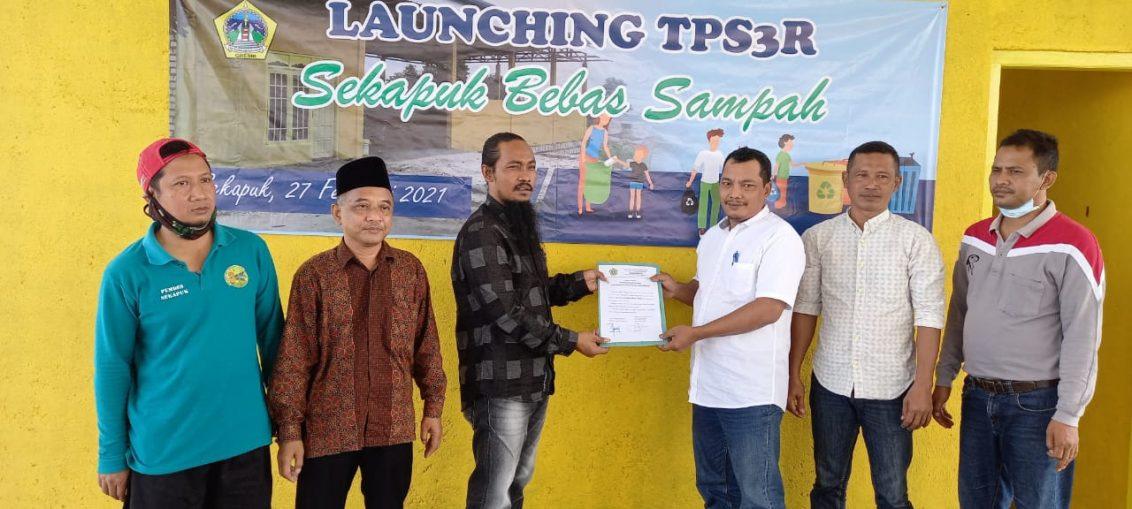 Kades Abdul Halim saat melaunching TPS3R, Sekapuk Bebas Sampah.