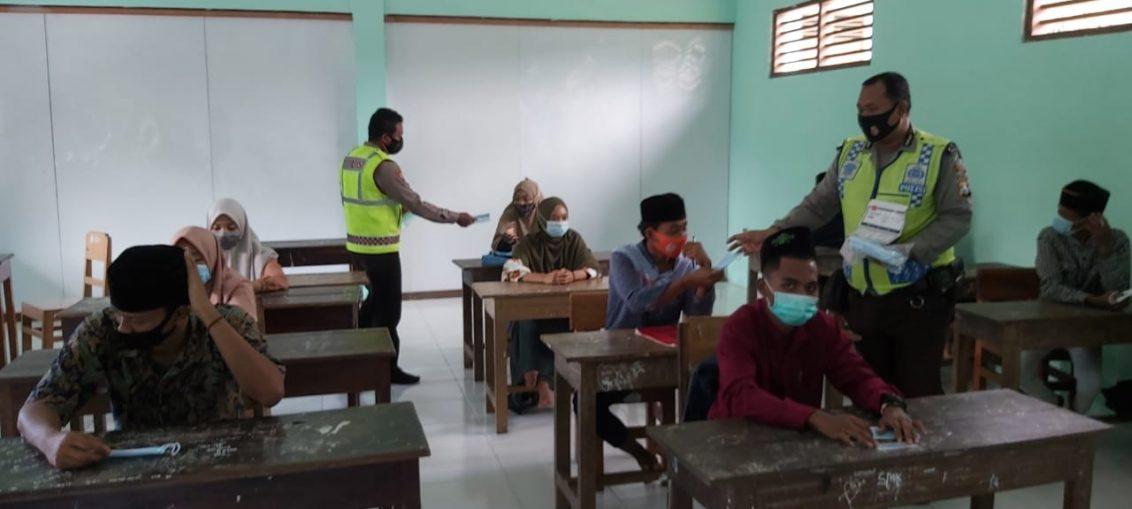 Pencanangan Gerakan santri bermasker di Ponpes Mahbaul Ihsan Ujungpangkah Gresik