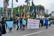 Aksi damai KOPRI PMII Gresik Tolak RUU Ketahanan Keluarga di Pemkab Gresik