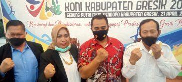 Foto Bersama Ketua KONI Gresik terpilih dr Anis Ambiyo Putri dengan jajaran pengurus yang lainnya